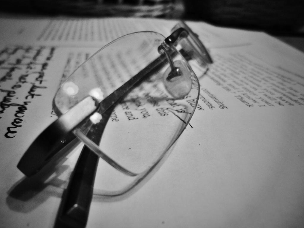 glasses-143762_1280