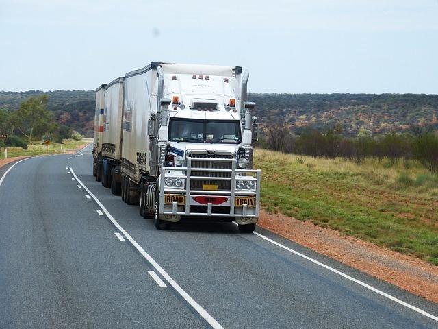 semi-trailers-534577_640 (1)